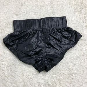 Are You Am I Black Shorts Sz S